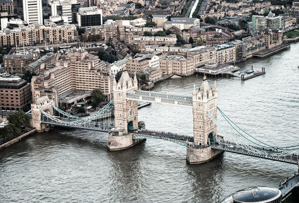 Tower Bridge in London an der Themse