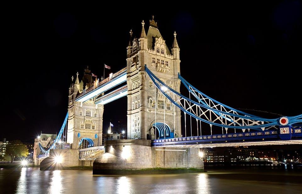 die tower bridge in london das wahrzeichen ber der themse loving london. Black Bedroom Furniture Sets. Home Design Ideas
