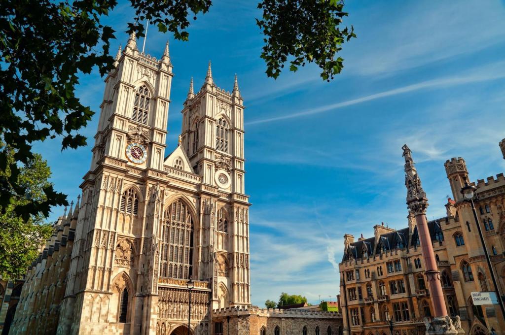 Westminster Abbey in London bei Sonnenschein