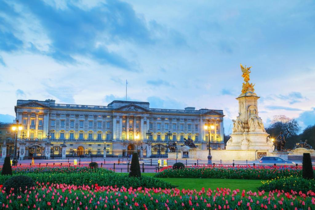 Buckingham Palace bei untergehender Sonne