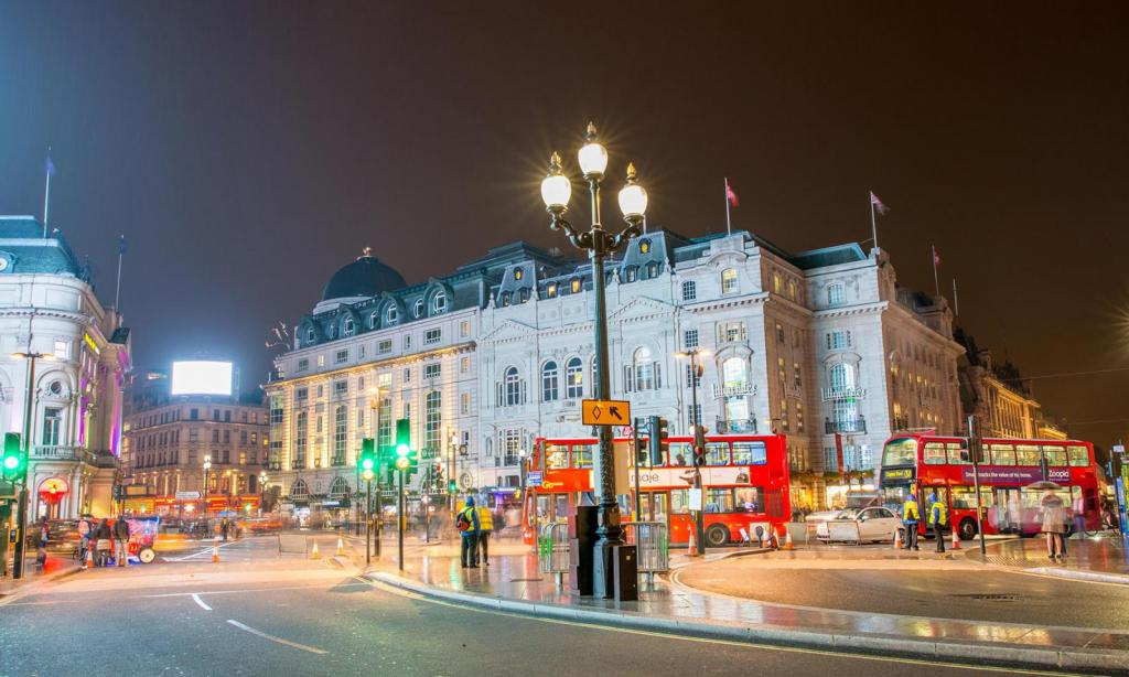 Piccadilly Circus das Shopping Paradies in London