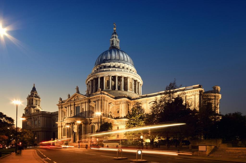 Die St. Paul's Cathedral bei Nacht
