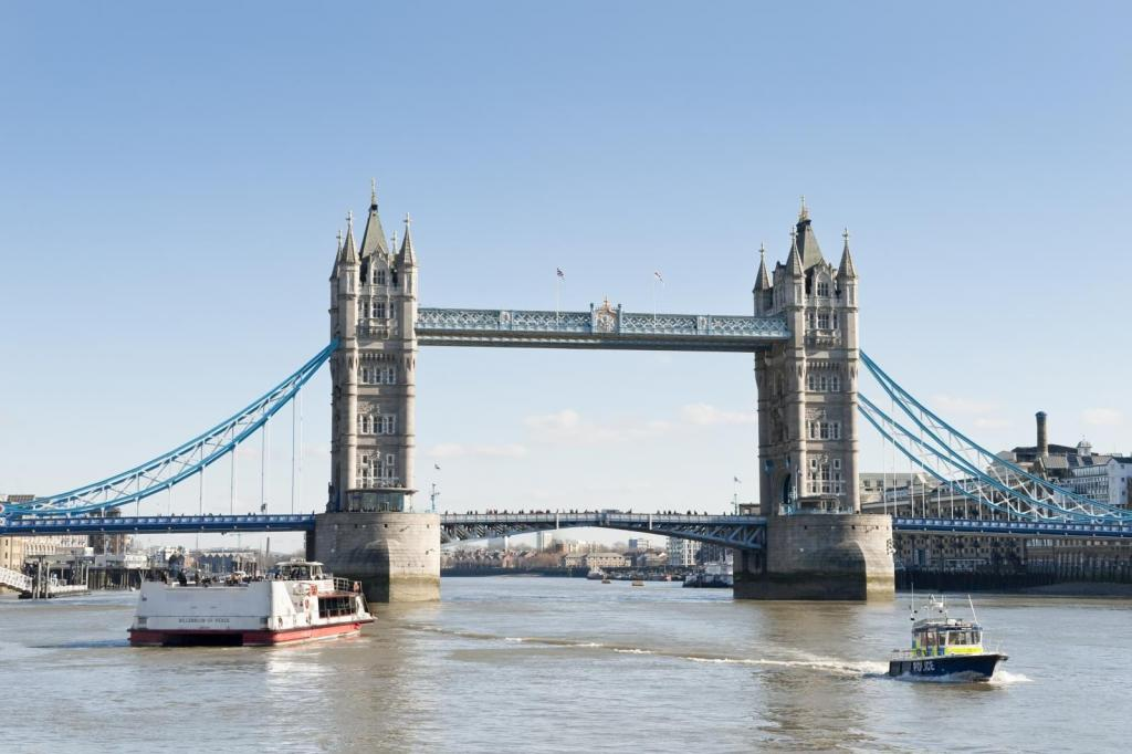 Tower Bridge in London auf der Themse