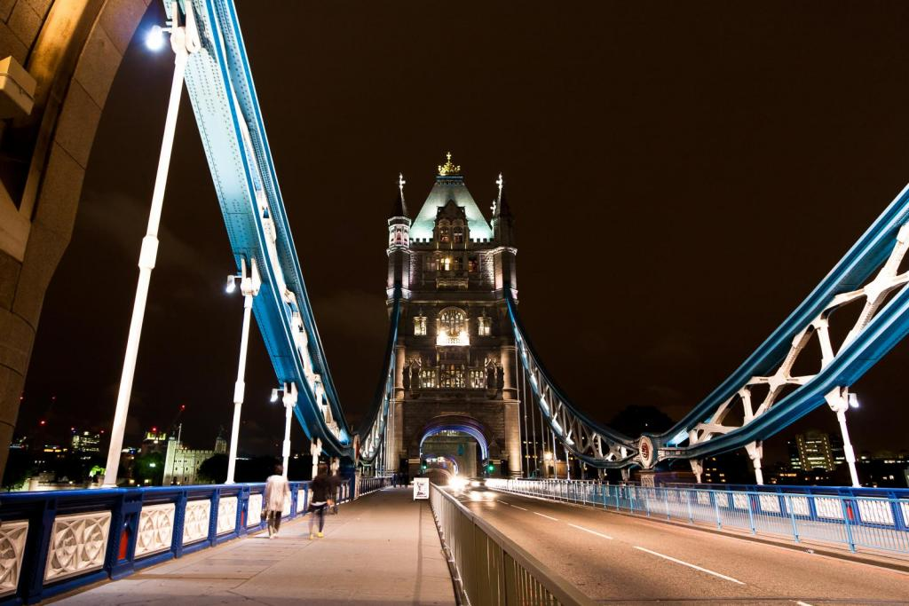 Die Tower Bridge in London bei Nacht
