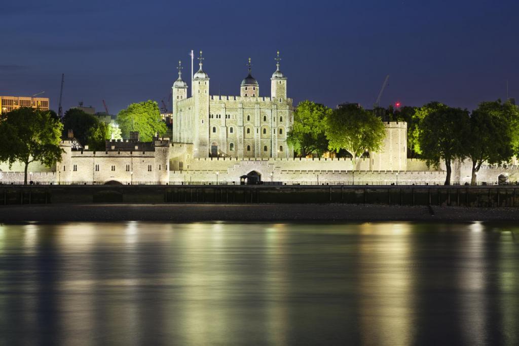 Tower of London von der Themse aus
