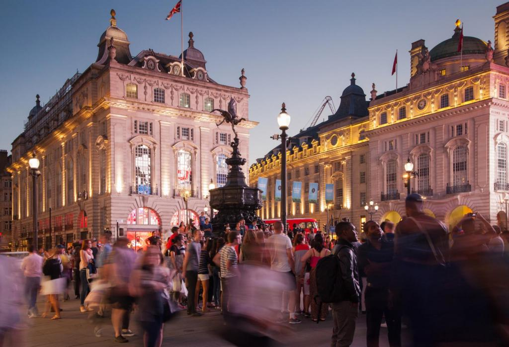 Piccadilly Circus am Abend