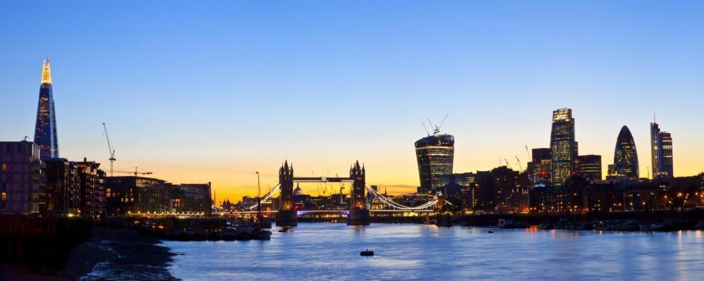 Londoner Skyline bei Nacht