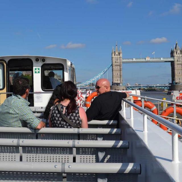 Hoch die Tassen: Wir waren auf einer Tea Time Cruise in London!